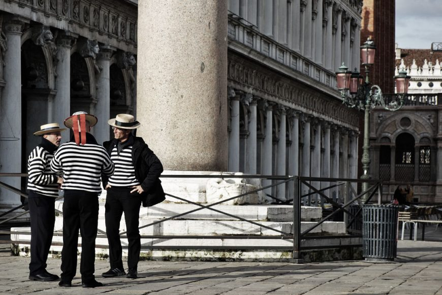 Gondoliers en discussion